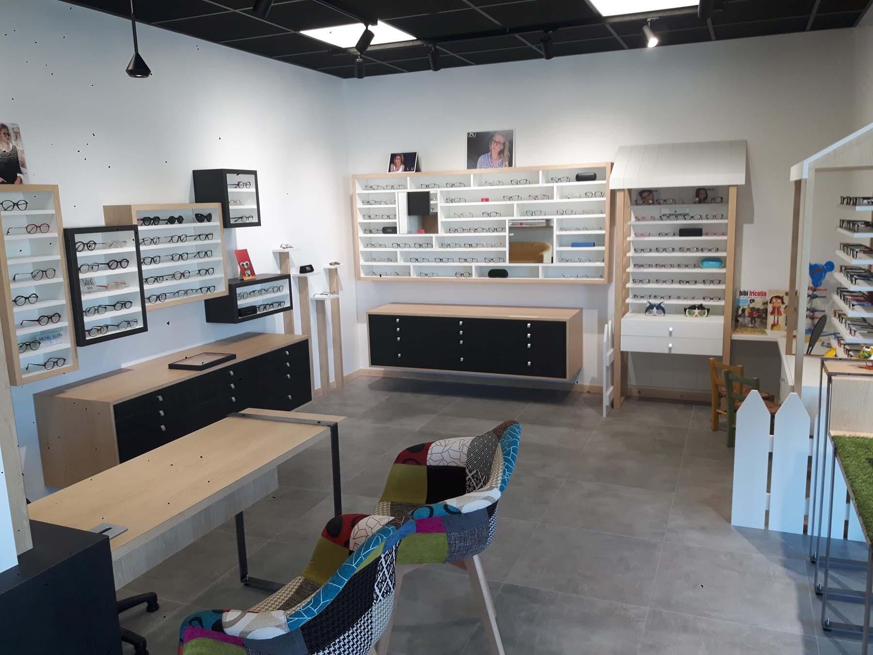 Aménagement d'une cellule commerciale vide en magasins de lunettes